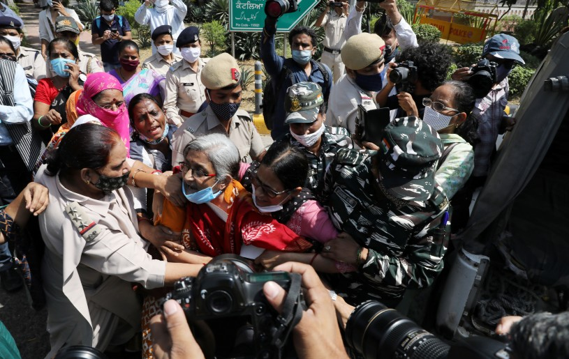 Demonstrators are detained by police during a protest after the death of a rape victim, in front of Uttar Pradesh state bhawan (building) in New Delhi, India, September 30, 2020. REUTERS/Anushree Fadnavis