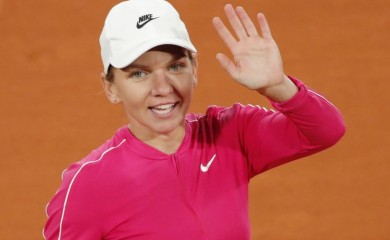 Romania's Simona Halep celebrates after winning her first round match against Spain's Sara Sorribes Tormo REUTERS/Charles Platiau