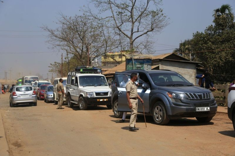 Police stops vehicles entering Nagaland for screening at the Newfield check gate along the Assam-Nagaland border, Dimapur in March. The Nagaland Government on September 9 issued a revised set of standard operating procedures (SOPs) for returnees and travellers entering Nagaland, in supersession of all other SOPs issued earlier. (Morung File Photo)