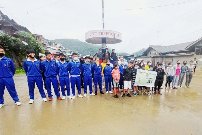 Students of Government Higher Secondary School, Thangjam, Tuensang participated in the 'Fit India Run' in Tuensang on September 26. Viruoko Zumuo, Youth Resource Officer cum District Sports Officer, Tuensang officiated the event. He also donated basketball and volleyball to the school. (Morung Photo)
