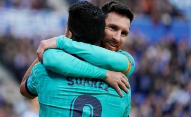 Barcelona's Luis Suarez celebrates scoring their second goal with Lionel Messi REUTERS/Vincent West/File Photo