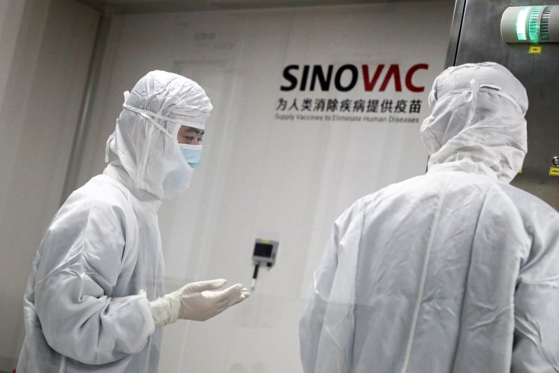 People work in a laboratory of Chinese vaccine maker Sinovac Biotech, developing an experimental coronavirus disease (COVID-19) vaccine, during a government-organized media tour in Beijing on China, September 24. (REUTERS Photo)