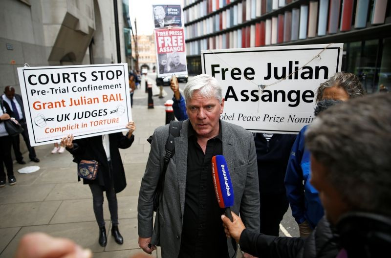 WikiLeaks editor Kristinn Hrafnsson speaks to reporters outside the Old Bailey, the Central Criminal Court ahead of a hearing to decide whether Julian Assange should be extradited to the United States, in London, Britain on September 8, 2020. (REUTERS File Photo)