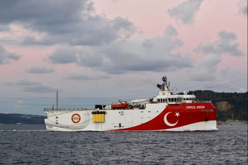 Turkish seismic research vessel Oruc Reis sails in the Bosphorus in Istanbul, Turkey, November 12, 2018. (REUTERS File Photo)