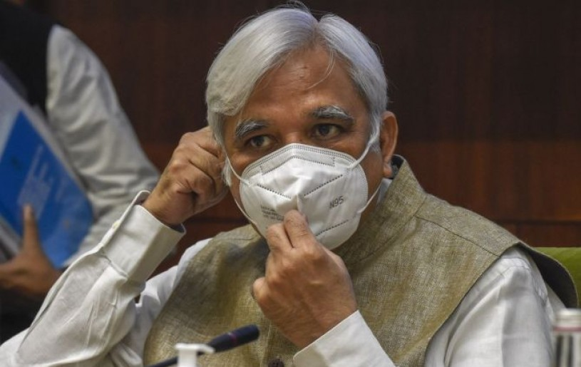 Chief Election Commissioner Sunil Arora wears a mask at a press conference to announce the schedule for Bihar Assembly Elections 2020, in New Delhi, on Friday. Photograph: Atul Yadav/PTI Photo