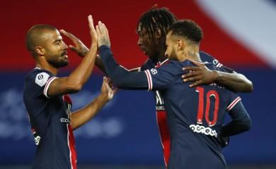 Paris St Germain's Moise Kean celebrates scoring their second goal with teammates REUTERS/Gonzalo Fuentes