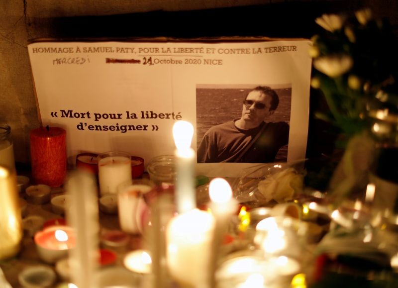 Candles are lit at a makeshift memorial as people gather to pay homage to Samuel Paty, the French teacher who was beheaded on the streets of the Paris suburb of Conflans-Sainte-Honorine, as part of a national tribute, in Nice, France, October 21, 2020. (REUTERS File Photo)