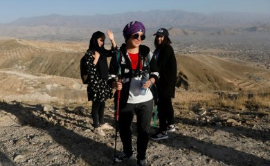Fatima Sultani, 18 (C) a member of Hikeventures mountaineering team stands with her teammates during an excercise on mountain on outskirts of Kabul, Afghanistan September 4, 2020. Picture taken September 4, 2020. REUTERS/Mohammad Ismail