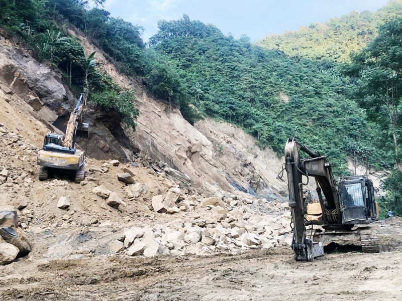 A pair of excavators clearing up debris along the Chathe River Bridge (Patkai Bridge) to Kukidolong stretch of the National Highway 29 where total restriction of movement has been imposed to carry out restoration works on October 18. The restrictions will be lifted from 5:00 am onwards on October 19 (Morung Photo)