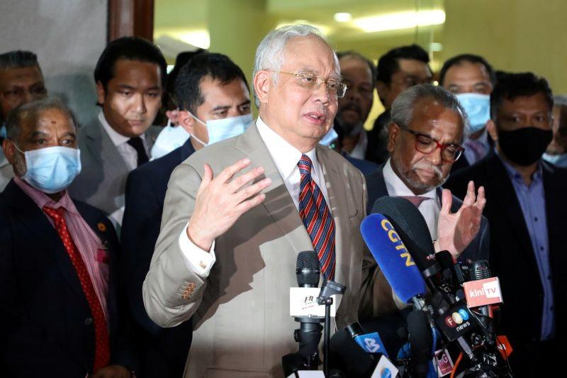 Former Malaysian Prime Minister Najib Razak speaks during a news conference outside Kuala Lumpur High Court in Kuala Lumpur, Malaysia on July 28, 2020. (REUTERS File Photo)