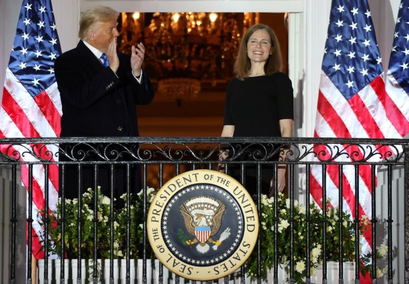 U.S. President Donald Trump applauds U.S. Supreme Court Associate Justice Amy Coney Barrett after she took her oath of office and was sworn in to serve on the court on the South Lawn of the White House in Washington, U.S., October 26, 2020. (REUTERS Photo)