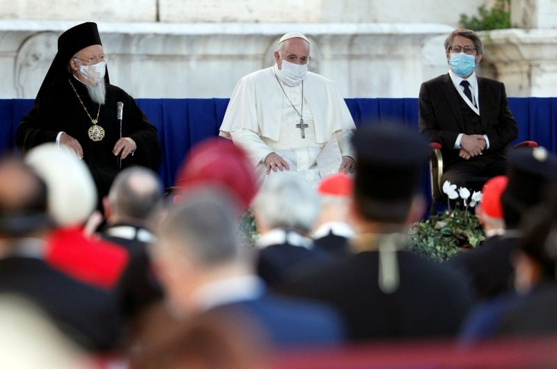 Pope Francis, Ecumenical Patriarch Bartholomew I and Chief Rabbi of France Haim Korsia wearing face masks attend a ceremony for peace with representatives from various religions in Campidoglio Square, in Rome, Italy, October 20, 2020. (REUTERS Photo)