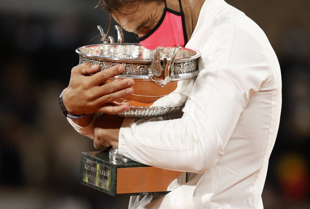 Tennis - French Open - Roland Garros, Paris, France - October 11, 2020 Spain's Rafael Nadal with the trophy after winning the French Open final against Serbia's Novak Djokovic REUTERS/Christian Hartmann