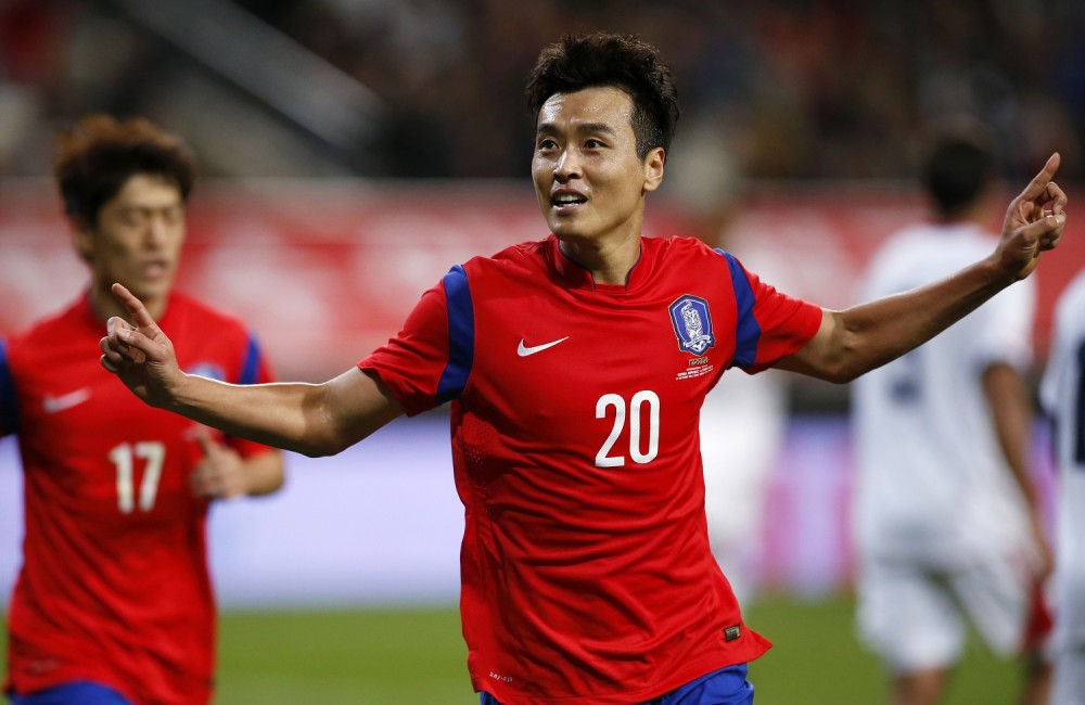 FILE PHOTO: South Korea's Lee Dong-gook celebrates his goal against Costa Rica during their friendly soccer match at Seoul World Cup Stadium in Seoul October 14, 2014. REUTERS/Kim Hong-Ji/File Photo