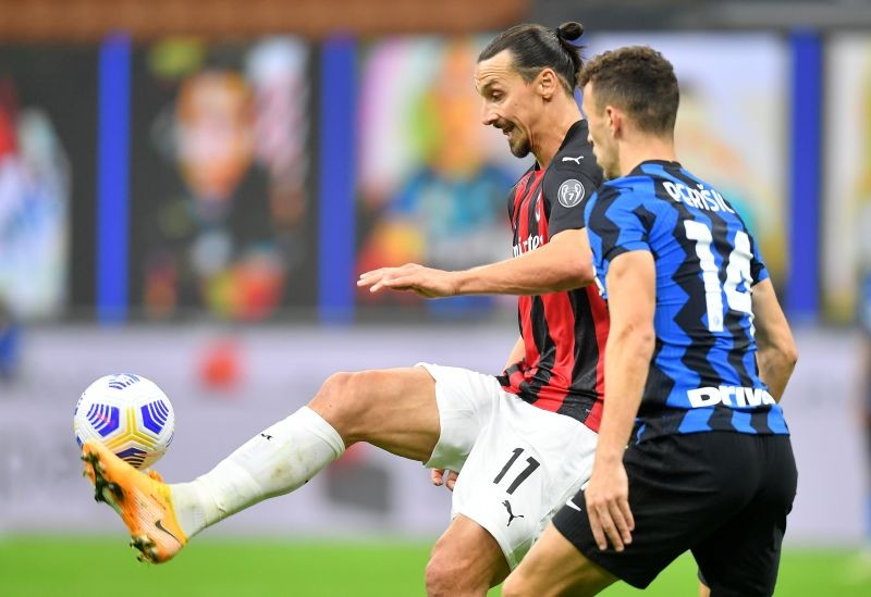 AC Milan's Zlatan Ibrahimovic in action with Inter Milan's Ivan Perisic REUTERS/Daniele Mascolo