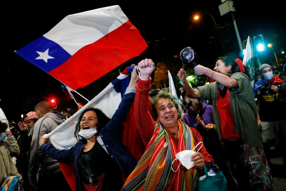 "Supporters of the ""I Approve"" option react after hearing the results of the referendum on a new Chilean constitution in Valparaiso, Chile, October 25, 2020. REUTERS/Rodrigo Garrido"