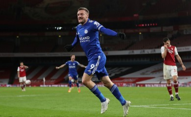 Soccer Football - Premier League - Arsenal v Leicester City - Emirates Stadium, London, Britain - October 25, 2020 Leicester City's Jamie Vardy celebrates scoring their first goal Pool via REUTERS/Catherine Ivill