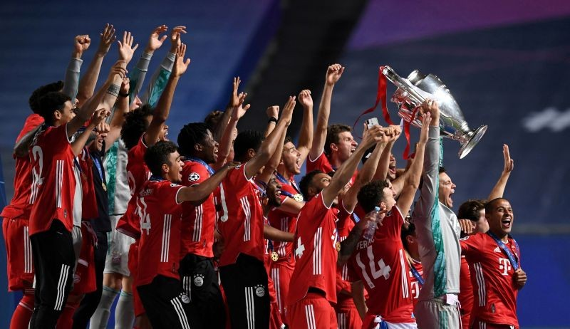 FILE PHOTO: Bayern Munich celebrate winning the Champions League with the trophy, as play resumes behind closed doors following the outbreak of the coronavirus disease (COVID-19) David Ramos/Pool via REUTERS/File Photo