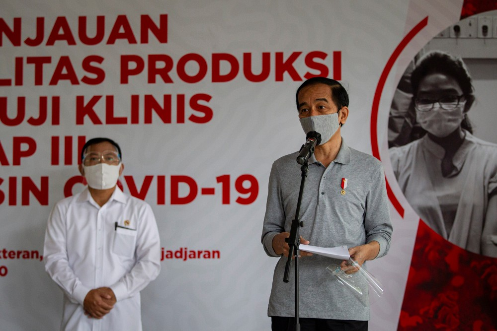 FILE PHOTO: Indonesian President Joko Widodo wearing a protective mask talks during a press conference after he inspected the third phase trial for COVID-19 vaccine in Bandung, West Java province, Indonesia, August 11, 2020 in this photo taken by Antara Foto. Antara Foto/Dhemas Reviyanto/ via REUTERS/File photo