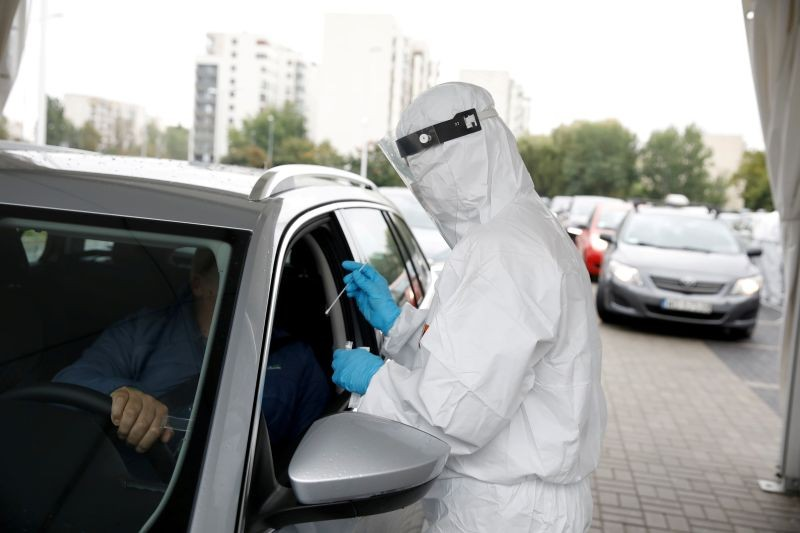 FILE PHOTO: People are tested for the coronavirus disease (COVID-19) at a drive-thru testing centre in Warsaw, Poland, October 2, 2020. REUTERS/Kacper Pempel