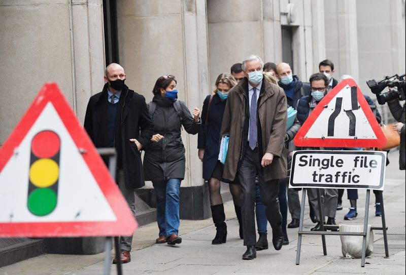 EU chief negotiator Michel Barnier wearing a face mask arrives for Brexit talks in London, Britain, November 29, 2020. (REUTERS Photo)
