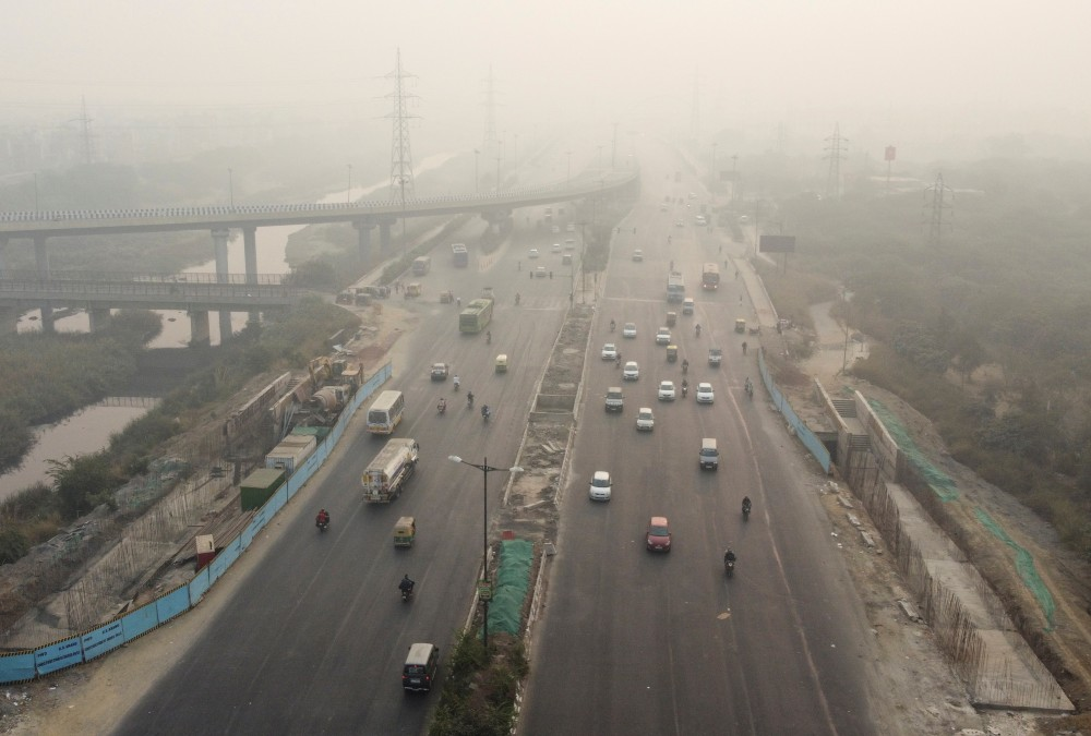 Traffic moves along a highway shrouded in smog in New Delhi, India, November 15, 2020. Picture taken with a drone. REUTERS/Danish Siddiqui