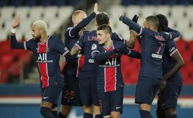 Paris St Germain's Moise Kean celebrates scoring their second goal with Kylian Mbappe, Marco Verratti and teammates REUTERS/Benoit Tessier