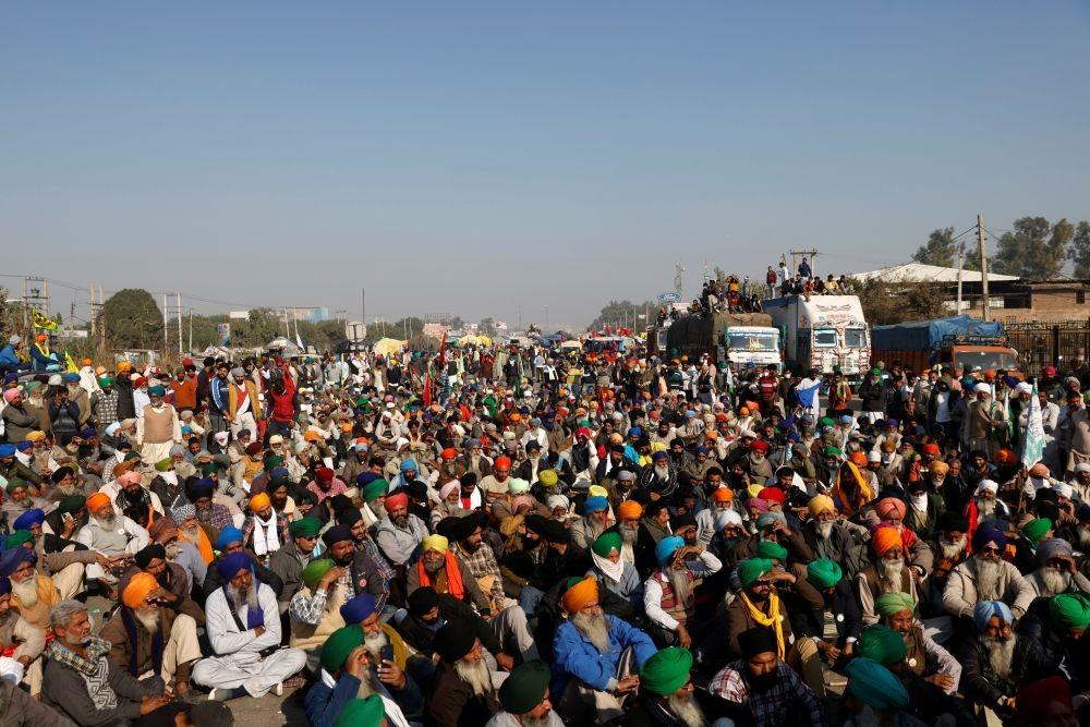 Farmers attend a protest against the newly passed farm bills at Singhu border near Delhi, India, November 28, 2020. REUTERS/Danish Siddiqui