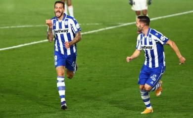 Deportivo Alaves' Joselu celebrates scoring their second goal REUTERS/Javier Barbancho