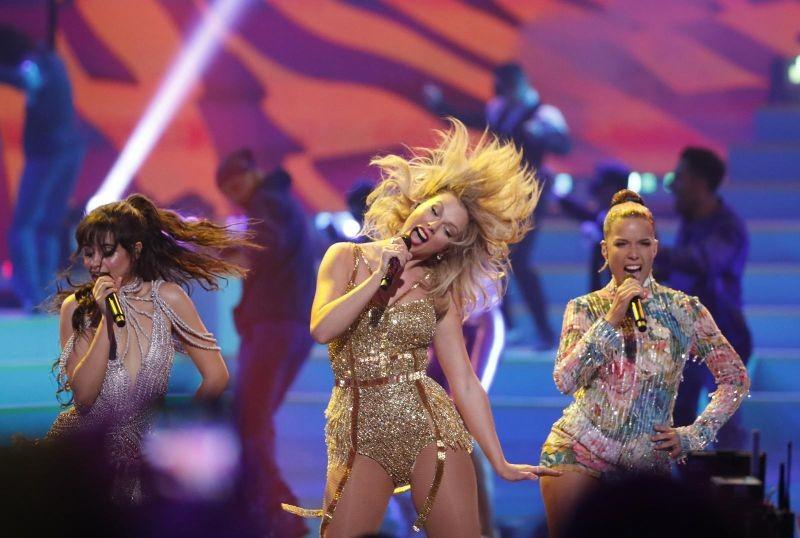 2019 American Music Awards - Show - Los Angeles, California, U.S., November 24, 2019 - Camila Cabello, Taylor Swift and Halsey perform. REUTERS/Mario Anzuoni/Files