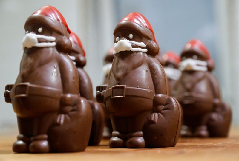Chocolate Santas wearing protective face masks are seen in the workshop of the Hungarian confectioner Laszlo Rimoczi, during the coronavirus disease (COVID-19) outbreak in Lajosmizse, Hungary, November 20, 2020. (REUTERS Photo)