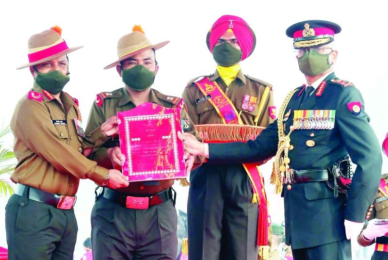 Colonel Bimlesh, SM and Subedar Major Senrun Elvenson Anal, receiving the Chief of Army Staff Unit Citation award on behalf of the 3rd Battalion of the Naga Regiment (3 NAGA) during the 73rd Army Day Parade in New Delhi on January 15. 3 NAGA, the youngest battalion in the Naga Regiment was conferred the award for exemplary performance in the service of the nation during the year 2020. 23 units of the Indian Army were conferred with the award this year. (Photo Courtesy: PRO (Def) Kohima)