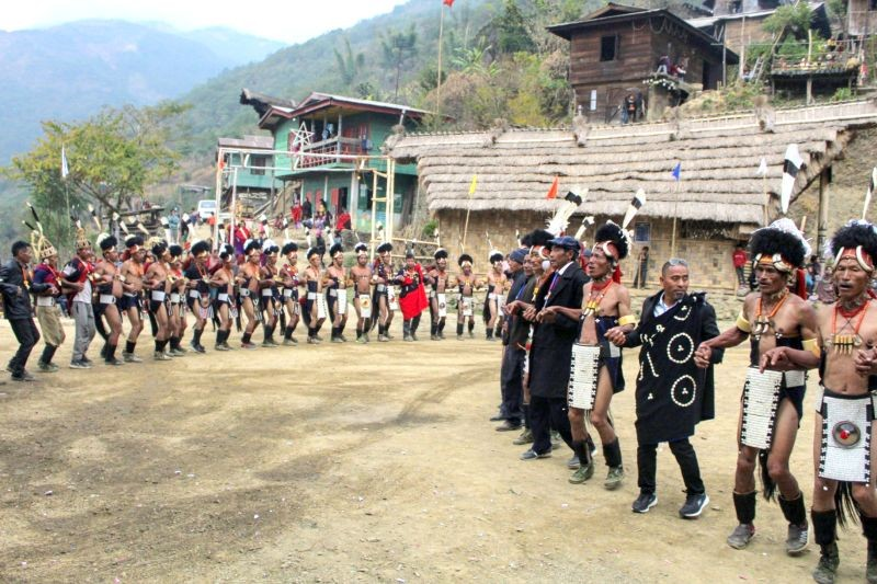 Chief guest H Zungkum joins the Chendang Cultural Troupe in dance during the Poang Lüm celebration at Chendang village on January 13. (Morung Photo)