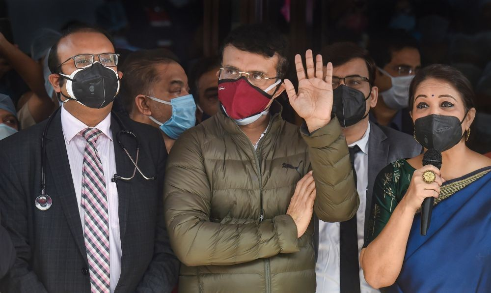 Kolkata: Hospital staff members address media personnel after BCCI President Sourav Ganguly got discharged from a private hospital, in Kolkata, Thursday, Jan. 7, 2021. Ganguly was hospitalised a few days ago after he complained of chest pain. (PTI Photo/Swapan Mahapatra)