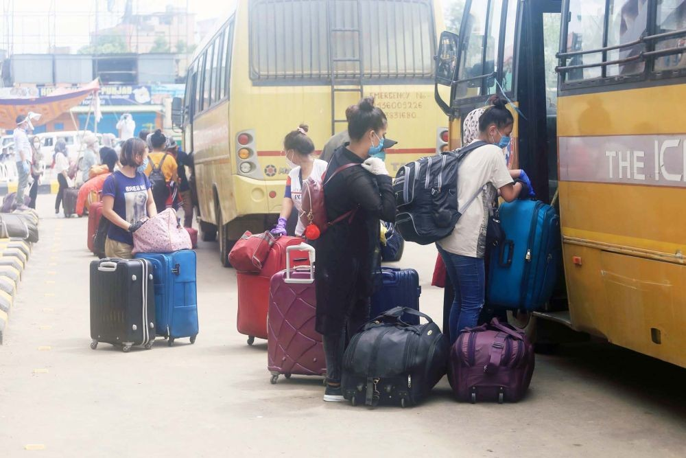 Returnees boarding a bus after returning to Nagaland during the nationwide lockdown amidst COVID-19 pandemic in 2020. (Morung File Photo)
