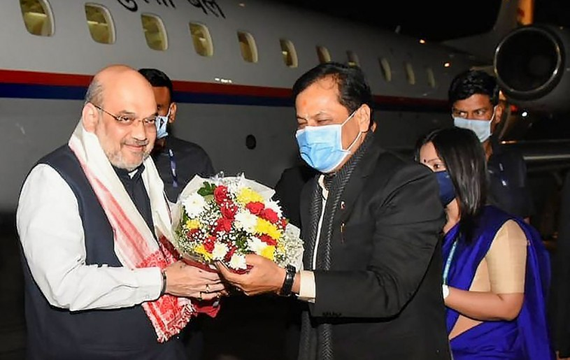 Guwahati: Home Minister Amit Shah being welcomed by Assam Chief Minister Sabananda Sonowal on his arrival at LGBI Airport, in Guwahati. (PTI Photo)