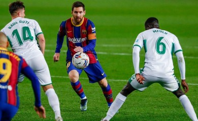 Barcelona's Lionel Messi, centre, views for the ball during the Spanish La Liga soccer match between FC Barcelona and Elche at the Camp Nou stadium in Barcelona, Spain, Wednesday, Feb. 24, 2021. (Joan Monfort/AP)