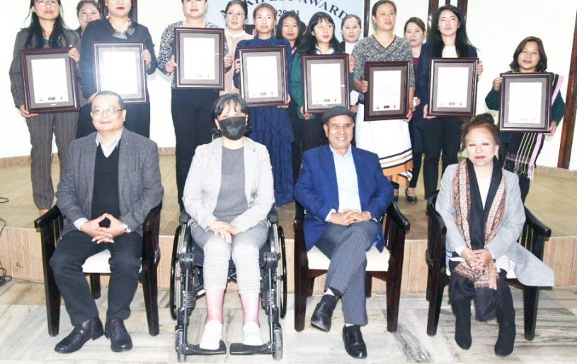 Advisor R Khing and others with the awardees of MykiFest Award 2020-21 in Kohima on March 8.