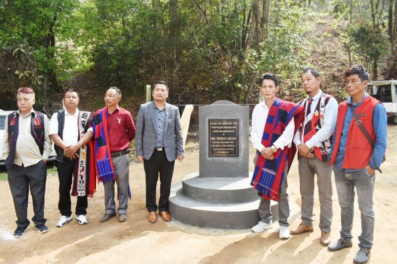 Minister for PWD (Mechanical & Housing), Tongpang Ozukum with village councils members of Chakpa village and Yaongyimti (New) at the inauguration of the inter village link road.
