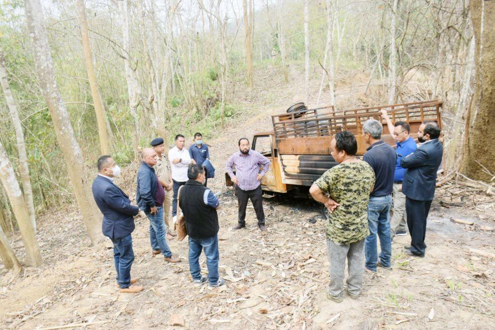 Nagaland Deputy CM Y Patton, Cabinet sub-committee members, Principal Secretary Home, Commissioner Nagaland visiting the Lamhainamdi area on April 8. (DIPR Photo)