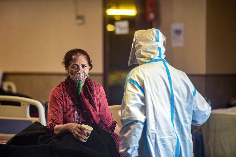 New Delhi: A medic attends to COVID-19 patients at Shehnai banquet hall, temporarily converted into an isolation ward, as coronavirus cases surge across the country, in New Delhi, Friday, April 23, 2021. (PTI Photo/Kamal Kishore)