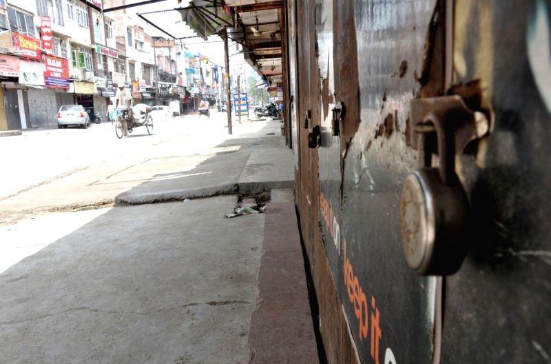 Traders lose business worth Rs 46,000 cr amid curfews, curbs. (IANS Photo )