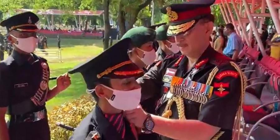 Lt Gen YK Joshi puts stars on the shoulders of Captain Nitika Kaul. (Photo  Twitter/ @proudhampur)