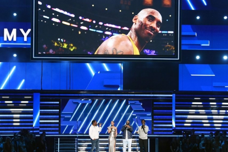 Alicia Keys, Boyz II Men pay tribute to Kobe Bryant at Grammys